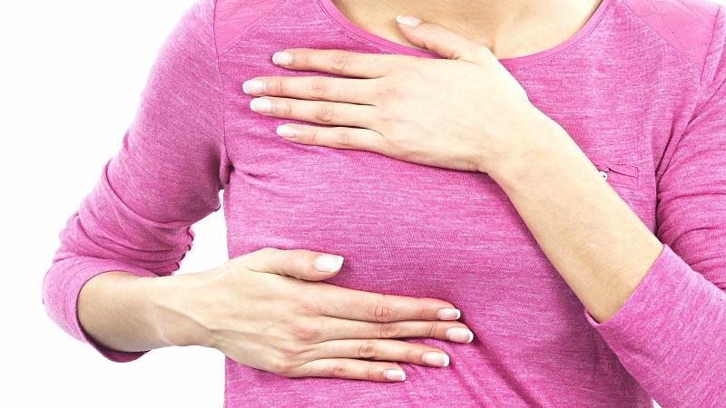 معاینه پستان ها جهت تشخیص و پیشگیری از بدخیمی ها