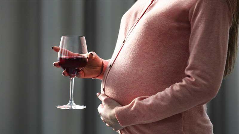 متخصص زنان اصفهان | عوارض مصرف الکل در بارداری